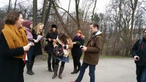 Unterwegs mit den Friday Writers der LMU München. Von links nach rechts: Beate Carlsen, Daniela Gassmann, Arina Molchan, Verena Rabus, Lydia Wuensch, Sara Zinser, Eric Rahn. Foto: Anto G. Leitner