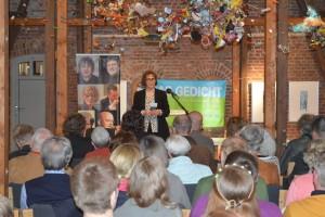 Regina Harmsen begrüßt die Zuschauer. Foto: Frank Wolfmeier