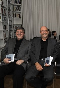 Alfons Schweiggert und Norbert Göttler. Foto: Volker Derlath