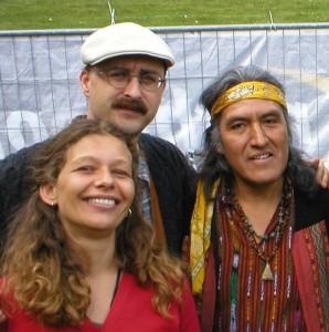 Humberto Ak'abal mit seinen Übersetzern. Foto: Delta-Archiv, Stuttgart