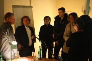 Richard Dove, Anton G. Leitner und Studenten des FIM. Foto: Jan-Eike Hornauer