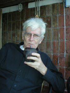 Lasse Söderberg beim Mate-Trinken (Foto Delta-Archiv, Stuttgart)