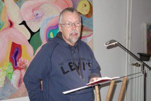 Uwe-Michael Gutzschhahn im Caveau.