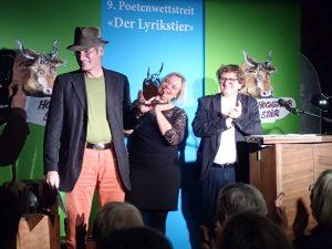 Nikolaus Högel (1. Platz Publikumspreis) beim Fototermin. Foto: DAS GEDICHT