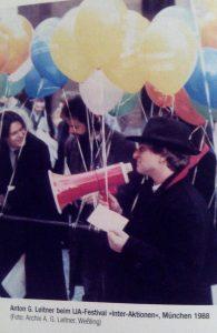 Anton G. Leitner beim IJA-Festival München 1988. Foto: Ausschnitt aus DAS GEDICHT 13 (S. 98)