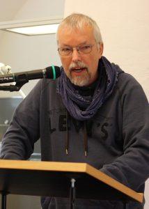 Uwe-Michael Gutzschhahn spricht über Kinderlyrik. Foto: Jan-Eike Hornauer