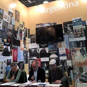 Gelmanlesung auf der Frankfurter Buchmesse 2017 mit Juana Burghardt, Walter Eckel und Tobias Burghardt. Foto: Isabel Aliaga
