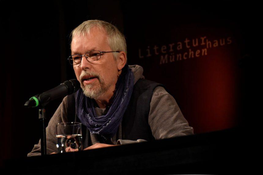 Uwe-Michael Gutzschhahn. Foto: Volker Derlath