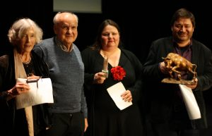 Die Hauptpreisträger des Lyrikstiers 2018 (v. l.): Uta Regoli (Teilnehmerpreis), Wolf-Dieter Grengel (Sonderpreis), Leni Gwinner (Publikumspreis) und Karsten Paul (Jurypreis). Foto: Jan-Eike Hornauer