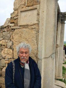 Juan Manuel Roca beim Haus des Orpheus in Volubilis. Foto: Rufino Haag