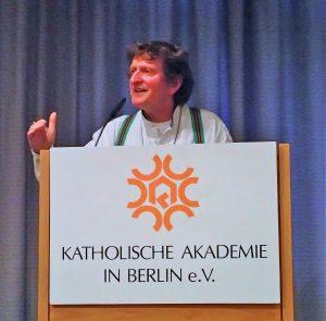 Anton G. Leitner bei der Moderation