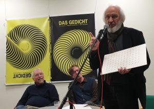 DAS GEDICHT 26-Premiere in Schleswig: Manfred Schlüter performt (3). Foto: DAS GEDICHT